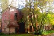 Здание городской больницы. Здесь Г. Распутин работал санитаром