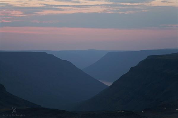 Закат на плато Путорана. Виден край озера Лама.