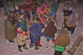 09 Хоровод вокруг елочки (на Рождество)