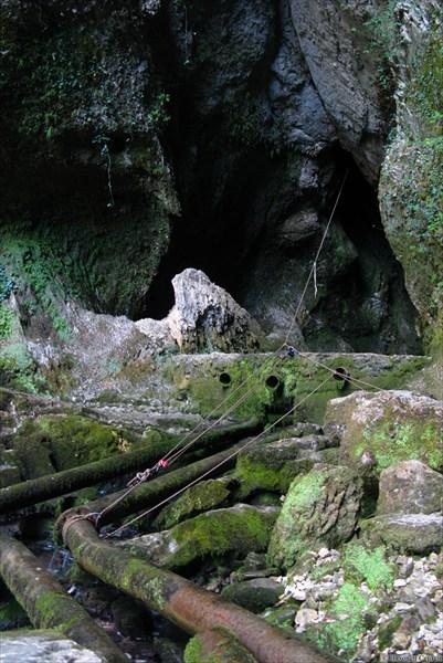 Вход в пещеру-источник Глубокий Яр