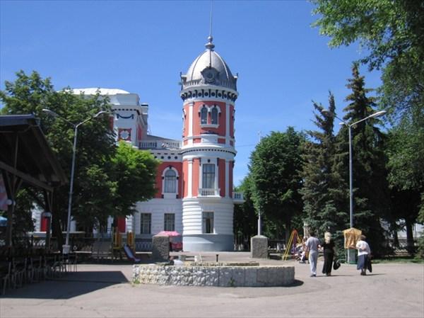 Художественный и краеведческий музеи в одном здании