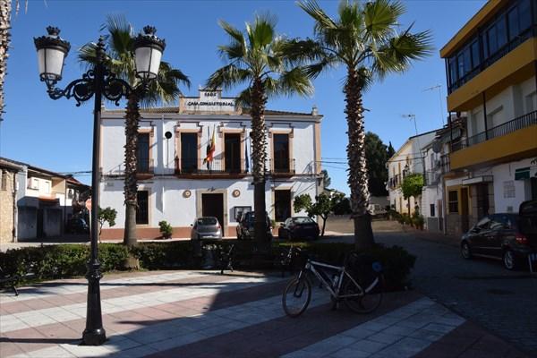 Центральная площадь в Альдеа-дель-Кано