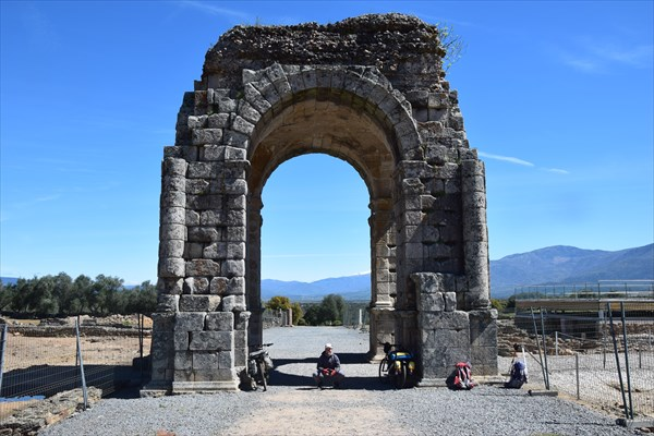 Римская арка в архиологическом комплексе Капарра