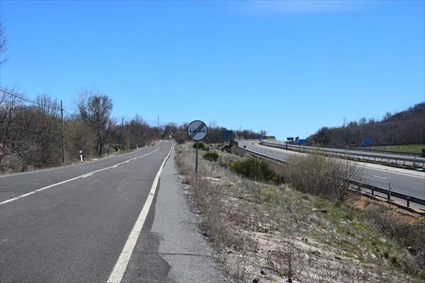 Отличная дорога вдоль автострады