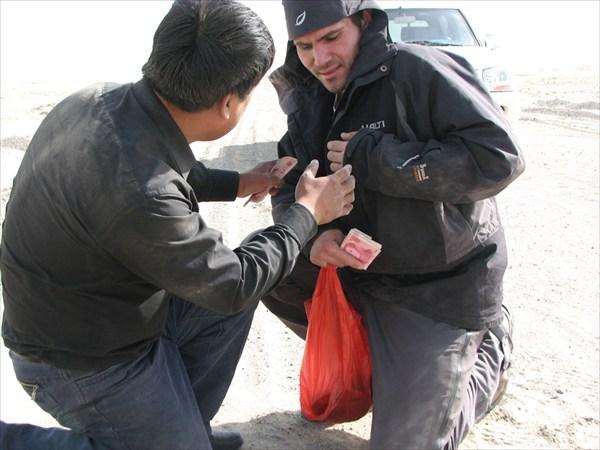 Алчный Цзи Вэньхуа норовит снять с Арсения последнюю рубаху