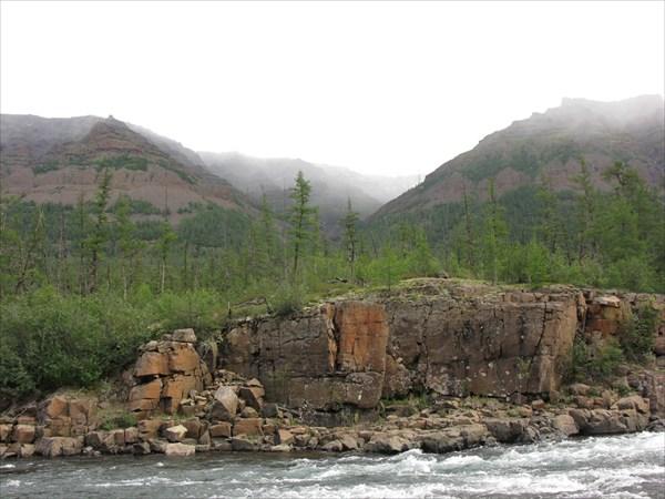 Долина правого притока Бунисяка чуть ниже избы