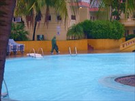 Отель готовится к урагану