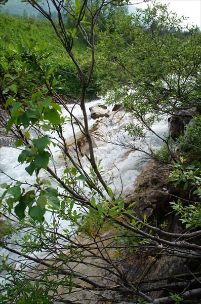 """Ручей """"Бурлящий"""" вытекает из озера 1430 м."""