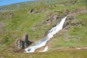Водопад у дороги