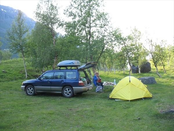 Наш лагерь в горах у моста