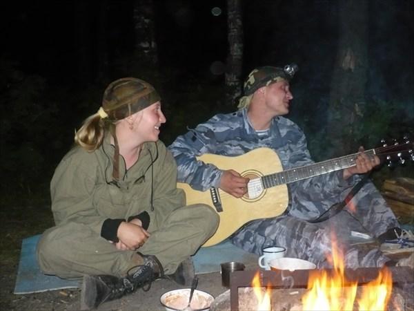 Нет ничего более умиротворяющего чем огонь,вода и душевные песни