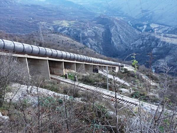 Трубы водонапорной станции.