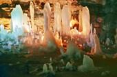 Сталагмиты во входной части пещеры Победа