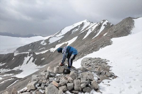 Володя строит тур на перевале Коккельбель