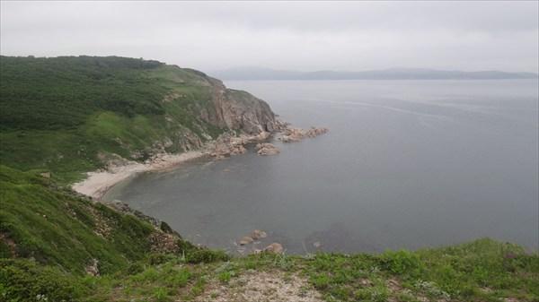 Скрытый пляж на полуострове Рудановского