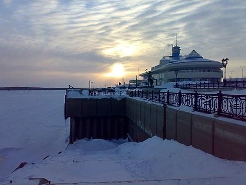 на фото: Речной порт Ханты-Мансийска