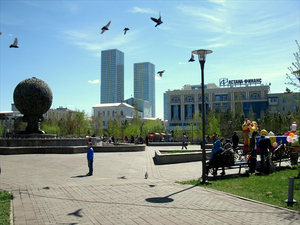 на фото: Астана, Новая площадь