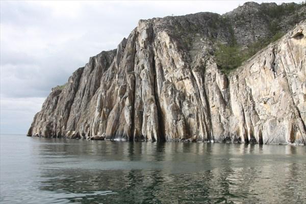 Скалы западного побережья Байкала