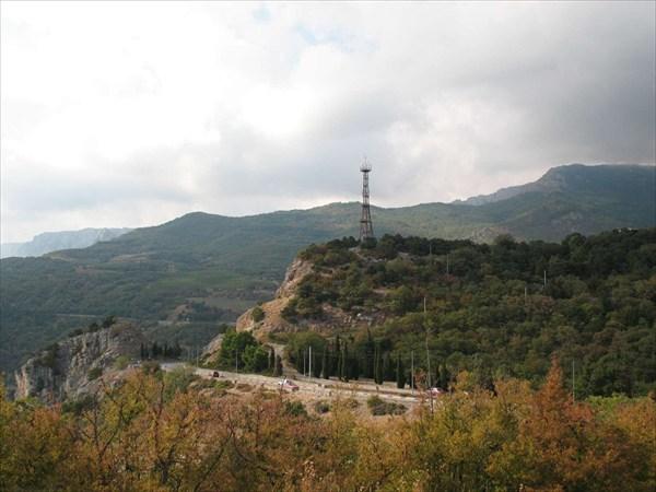 Вид с г. Кошка на горы и дорогу в сторону Севастополя