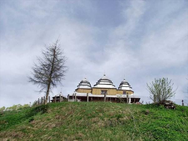 Церковь в селе Плавье