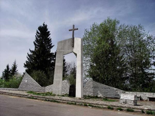 Памятник на средне Верецком перевале