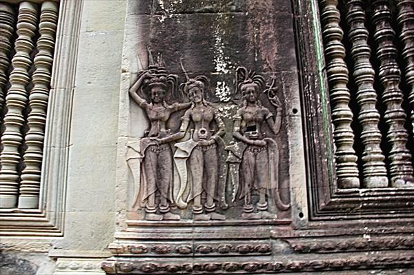 300-Ангкор-Ват