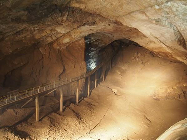 Мост в пещере