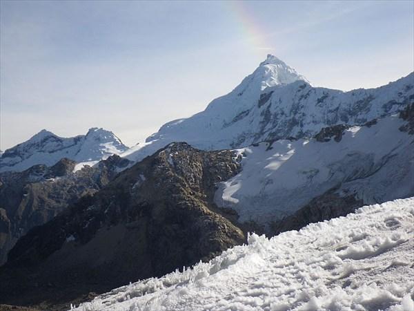 Радужное гало и Токъяраху, обратите внимание на структуру снега!