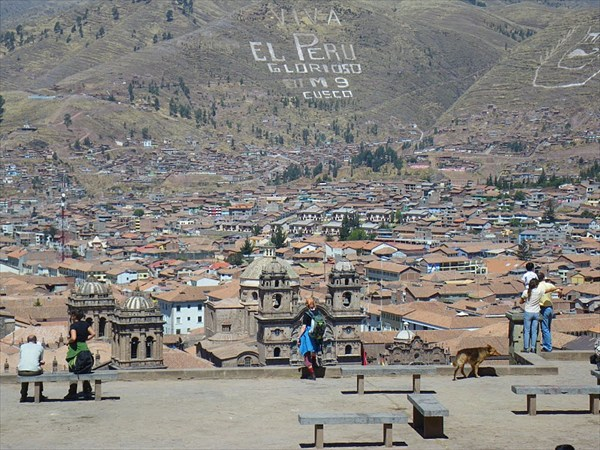 Вид на центр Куско с холма