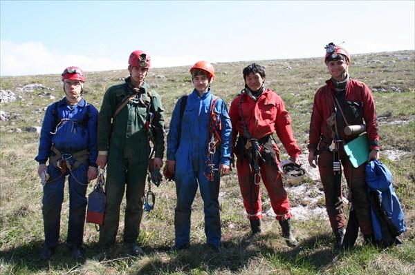 команда, спускающаяся в Нахимовскую делать навеску