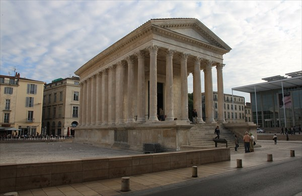 Римский Храм Мезон Карре (I в. до н. э.)