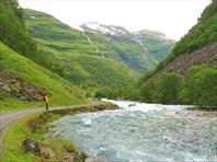 И опять весь путь горная река