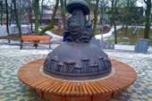 Памятник поговорке `В Рязани грибы с глазами`