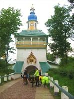 Въезд в монастырь