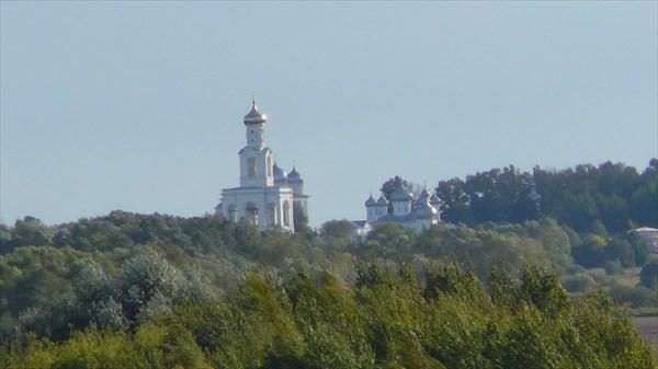 Какая то церковь вдалеке