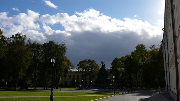 Площадь с памятником 1000-летием Руси