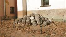 Каменные ядра у Софийского собора