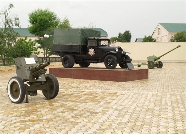 Образцы военной техники времен ВОВ