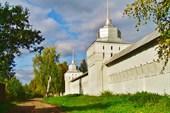 Стены монастыря.