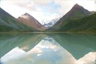 Отражение Белухи в озере Аккем