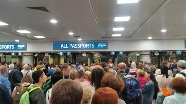 Очередь в аэропорту Праги