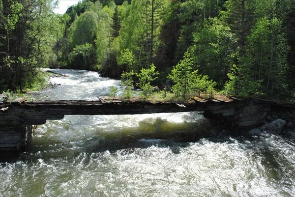 Заброшенный мост по дороге в п. Маральник
