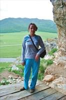 Надя на фоне долины