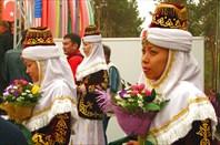 Фото 33. Девушки в национальных нарядах для антуража