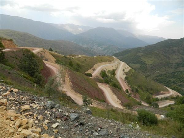 Серпантины спуска с Зодского перевала