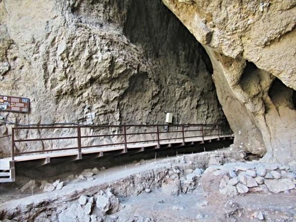 Пещера в Арени.