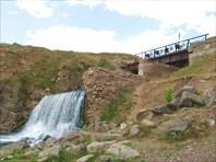 Искусственный водопад на притоке р.Койвы