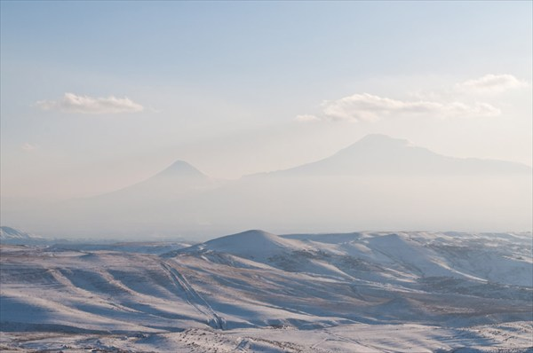 на фото: Гора Арарат