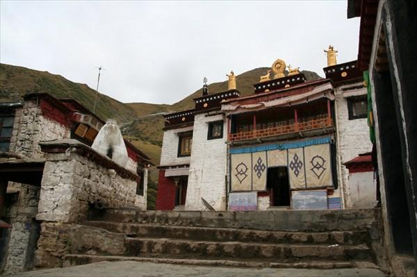 Здание монастыря