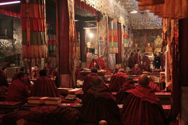 Монах и на утренней службе
